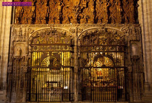 Detalhe interno da catedral La Giralda. Repare no ouro!