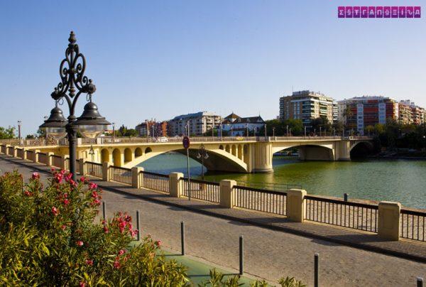 O lindo Rio Guadalquivir corta a cidade de Sevilha.