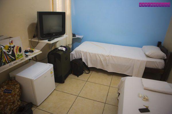 Nosso primeiro quarto, que ficava no térreo. O segundo quarto era menorzinho e não tinha prateleira.