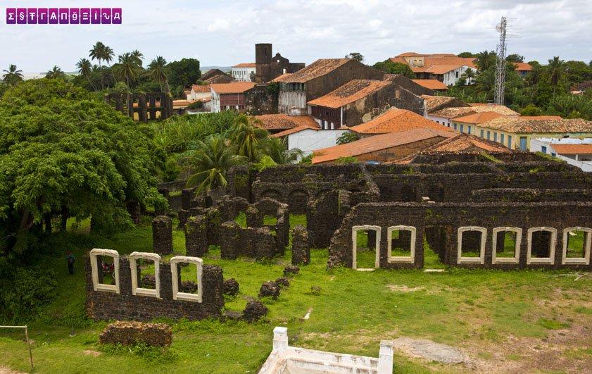 As ruínas de Alcântara vistas da torre da Igreja do Carmo.