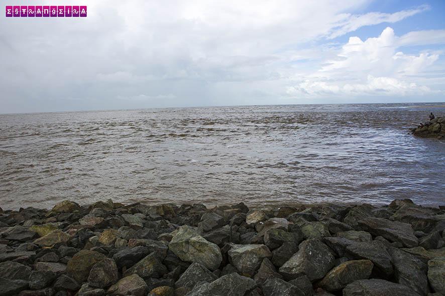 O píer de Raposa com a maré alta.