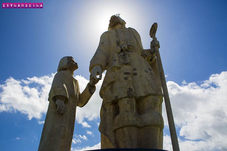 Famosa estátua de José e o Menino Jesus - São José de Ribamar