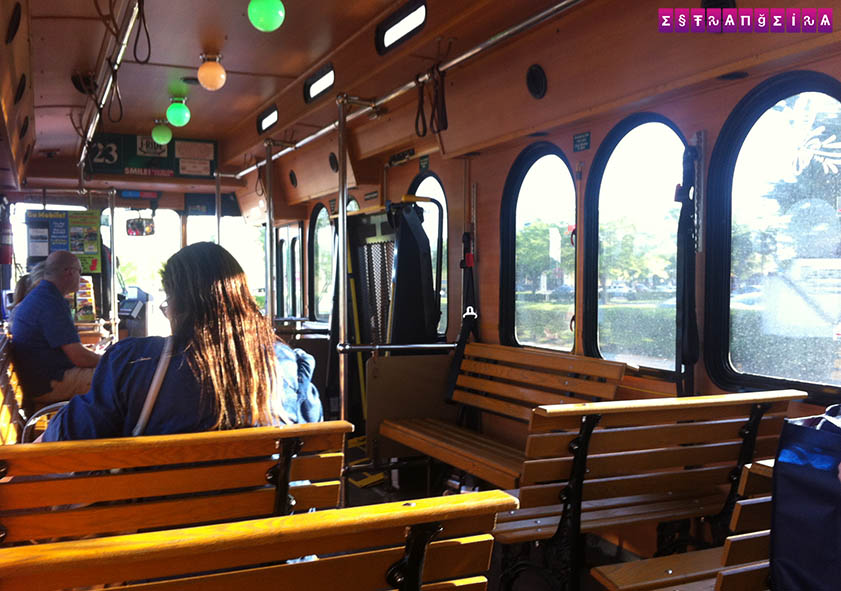 Interior do I-Ride Trolley