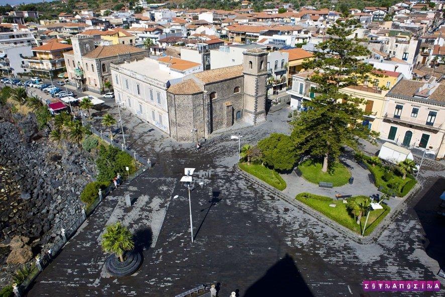 A praça de Aci Castello