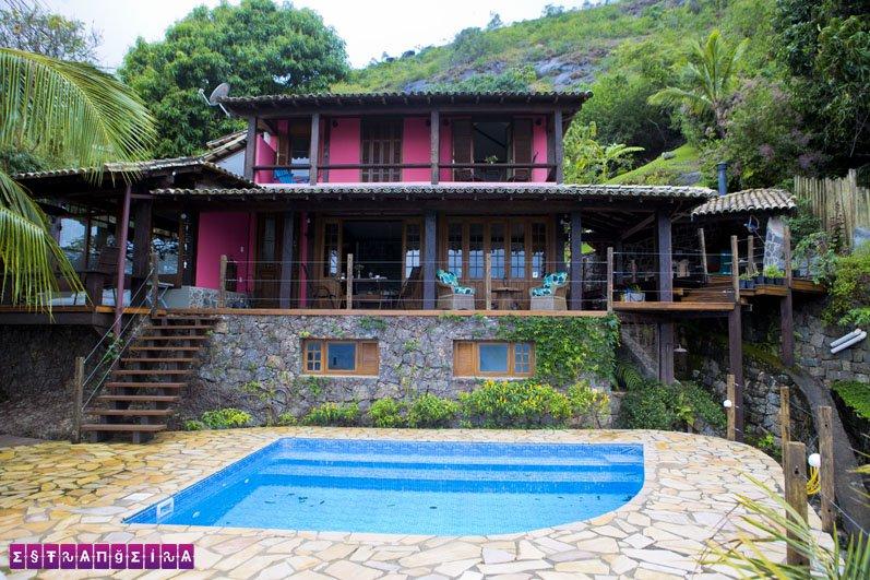 A Casa 658 com sua piscina