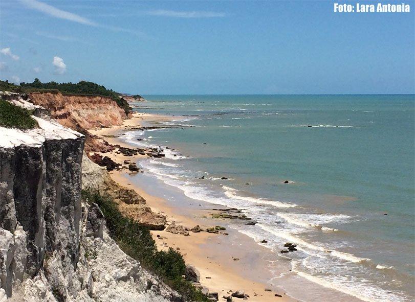 O Sul da Bahia é cheio de falésias e na estrada nos deparamos com esse visual incrível.