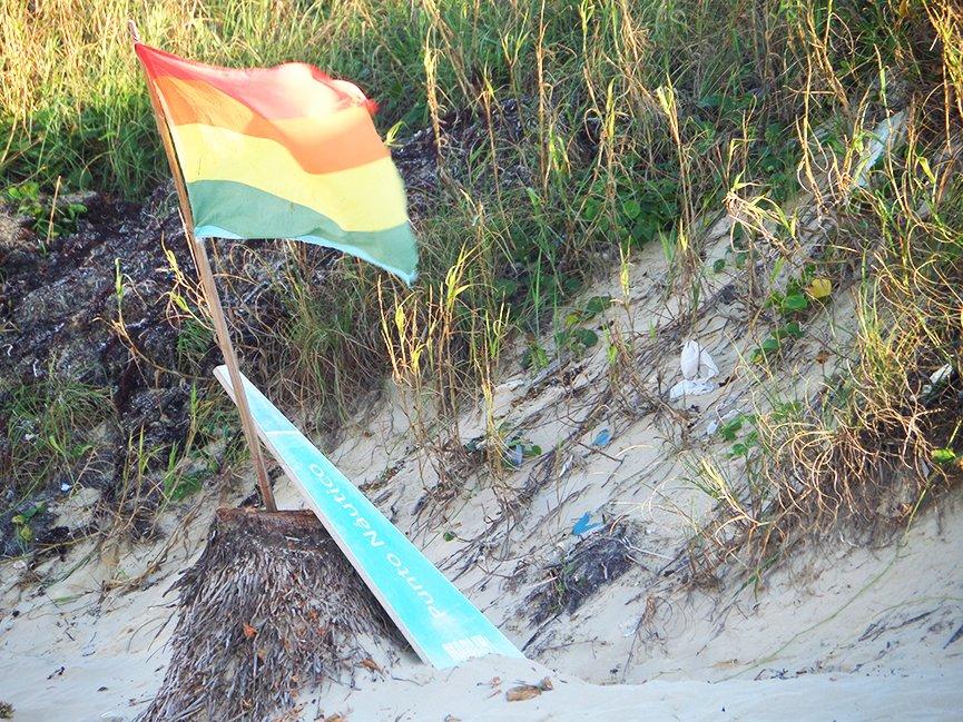 A bandeira não deixa dúvidas: você está na Mi Cayito. Foto: Renan Fávila