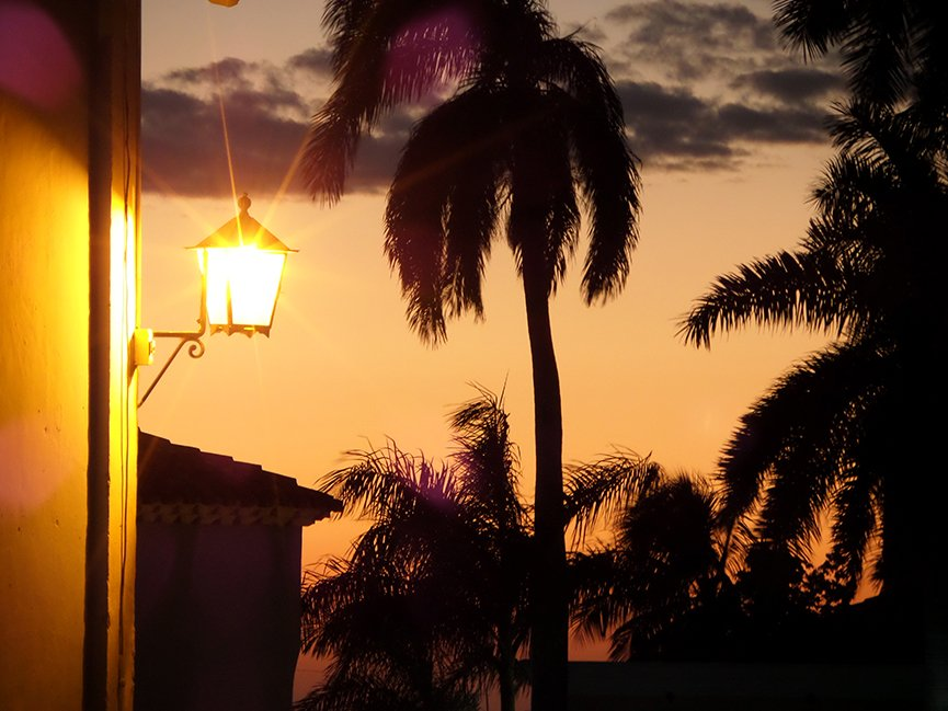 O pôr-do-sol em Trinidad fala por si só: Cuba é fascinante pelas paisagens, mas encanta também pela música, pela gente e até pelas suas contradições. Foto: Renan Fávila.