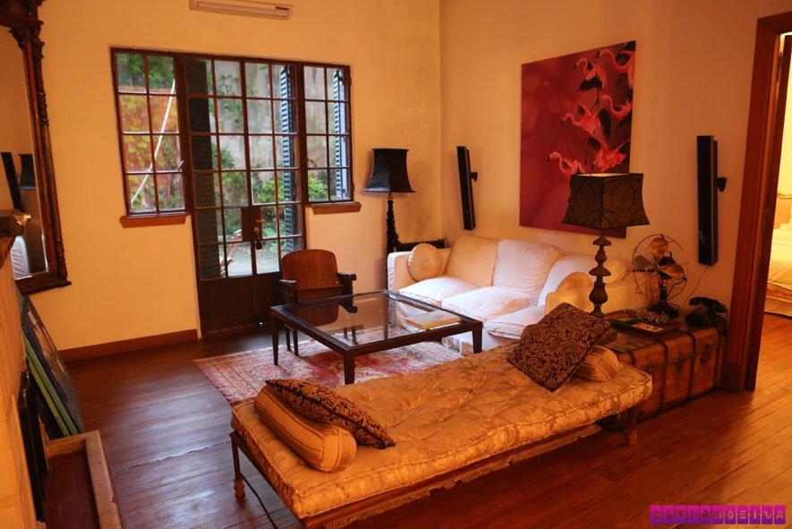 A sala de estar do apartamento é área comum - e linda!