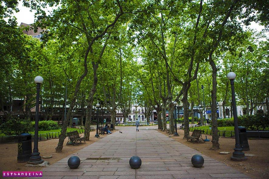 A Plaza de la Constituición reúne vários prédios importantes de Montevidéu.