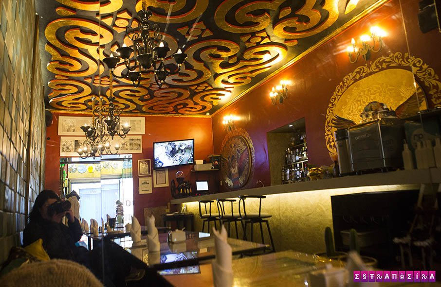 Café, exposição e lojinha no Macondo