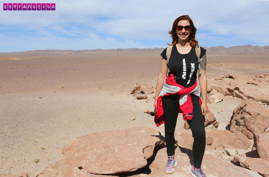 Gabi no Atacama... nessa viagem todo lugar é um cenário incrível para fotos!
