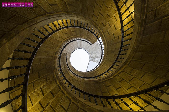 Santiago-Compostela-Museu-Pobo-Galego-escada-espiral