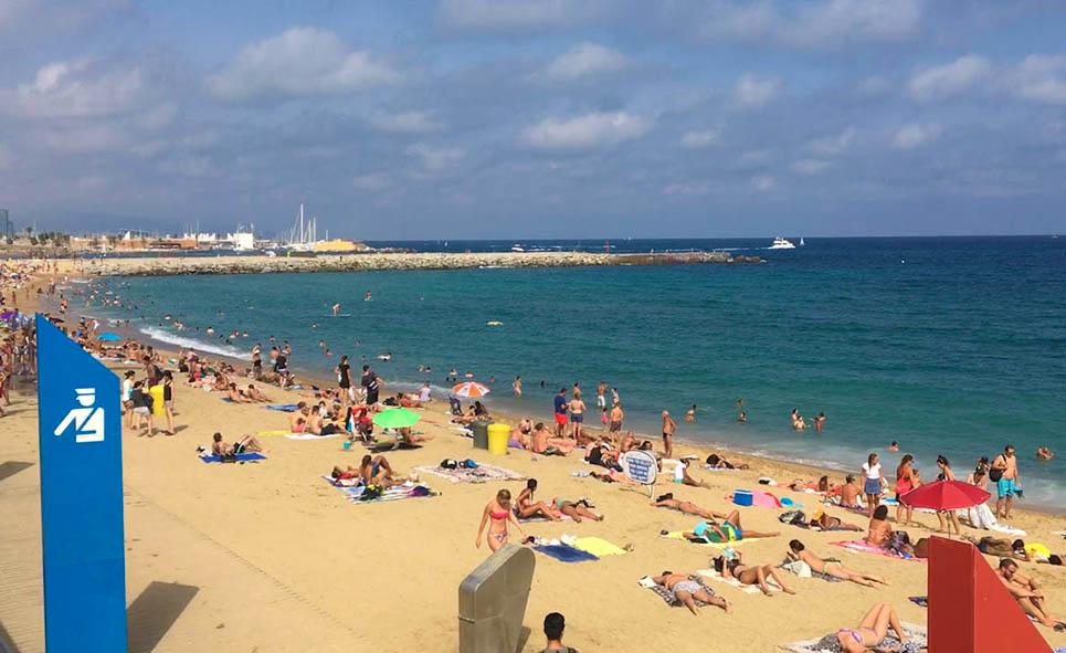 barcelona-no-verao-praia-barceloneta