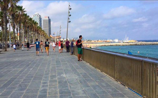 Praias-Barcelona-calcadao