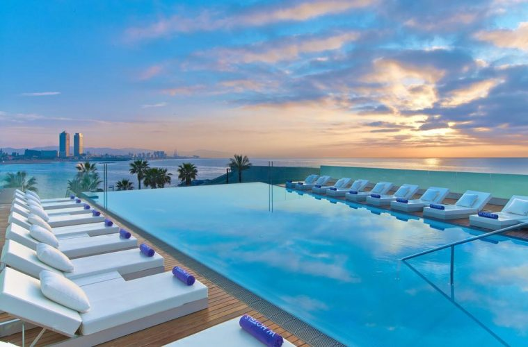 hotel-vela-w-barcelona-luxo-piscina