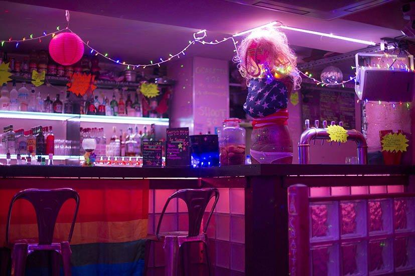 paris-lgbt-lbar-lesbic-3w