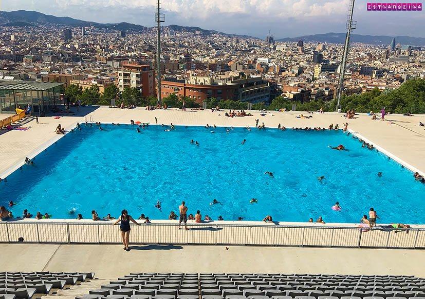 verao-em-barcelona-piscina-montjuic