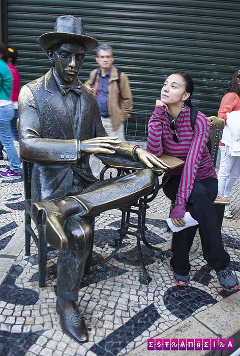 Lisboa-Portugal-estatua-fernando-pessoa