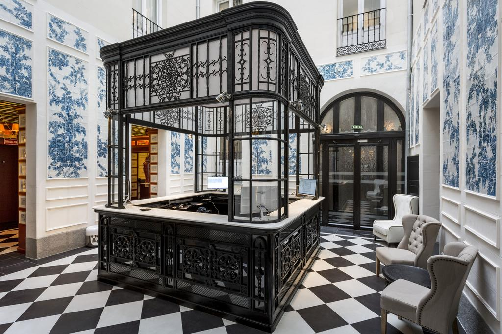 hoteis-gay-em-madrid-only-you-boutique-hotel-recepcao