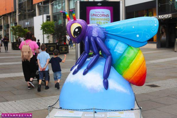 manchester-lgbt-escultura-abelha-gay