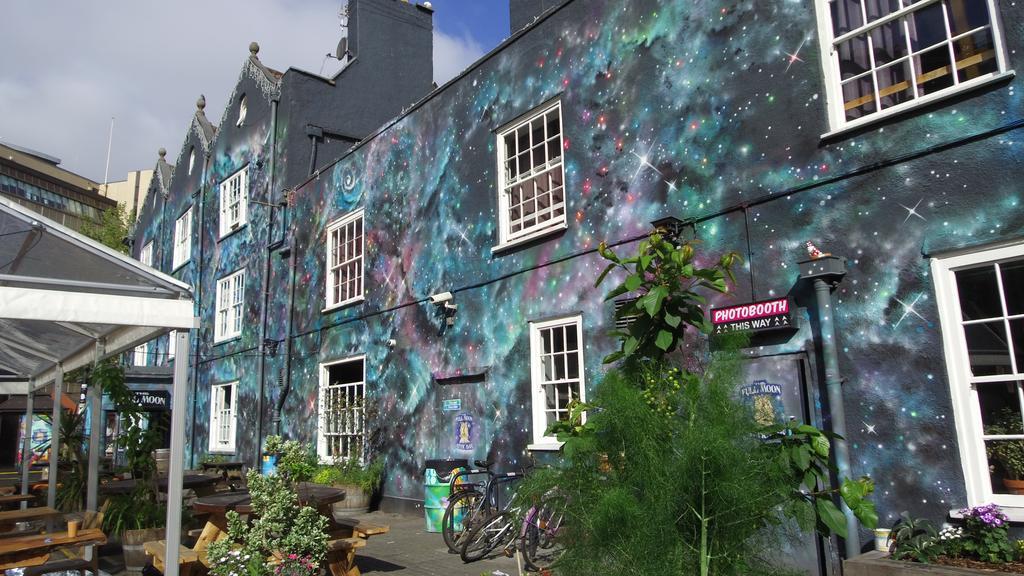 onde-ficar-em-Bristol-the-fullmoon-backpackers-hostel-fachada