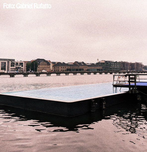 dicas-berlim-no-verao-piscina-publica-dentro-do-lago-Badeschiff