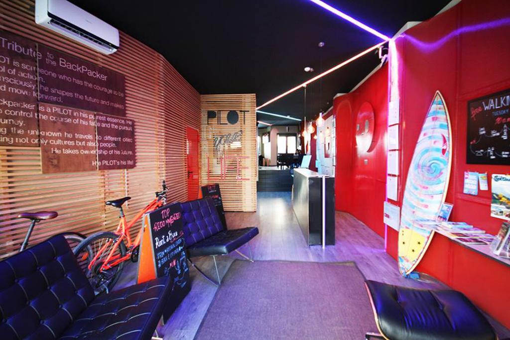 hostel-no-porto-hospedagem-barata-pilot-design-hostel-bar-sala-comum