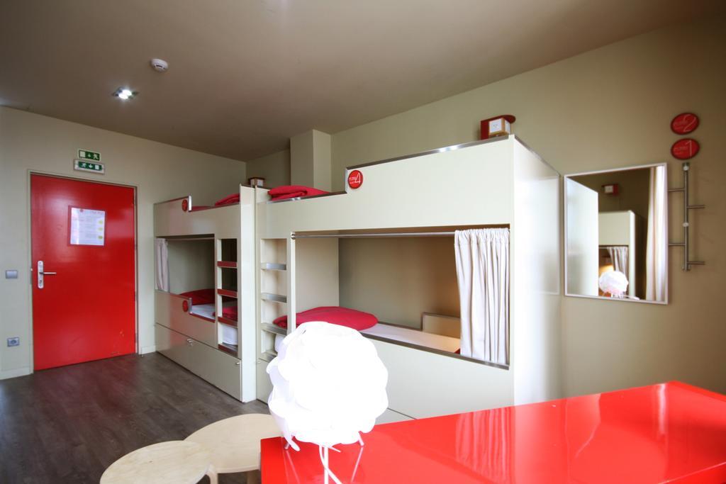 hostel-no-porto-hospedagem-barata-pilot-design-hostel-bar