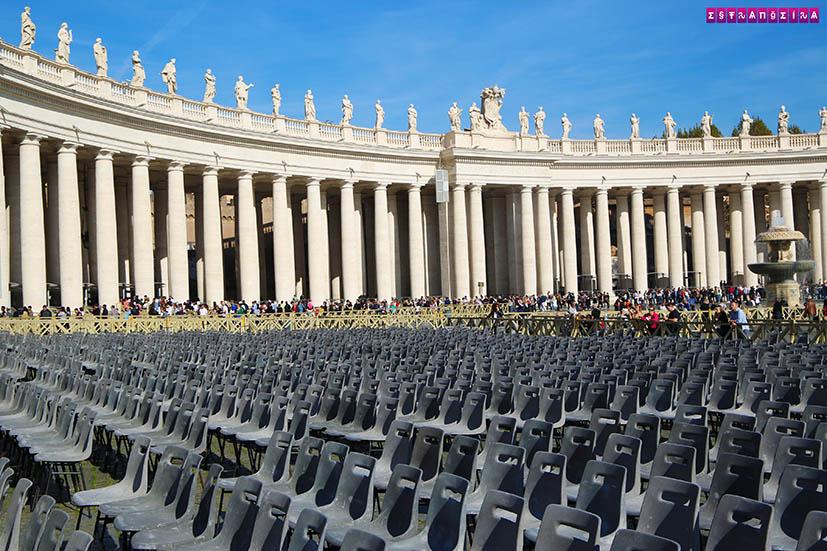 Roma-visitar-o-Vaticano-praca-sao-pedro-cadeiras