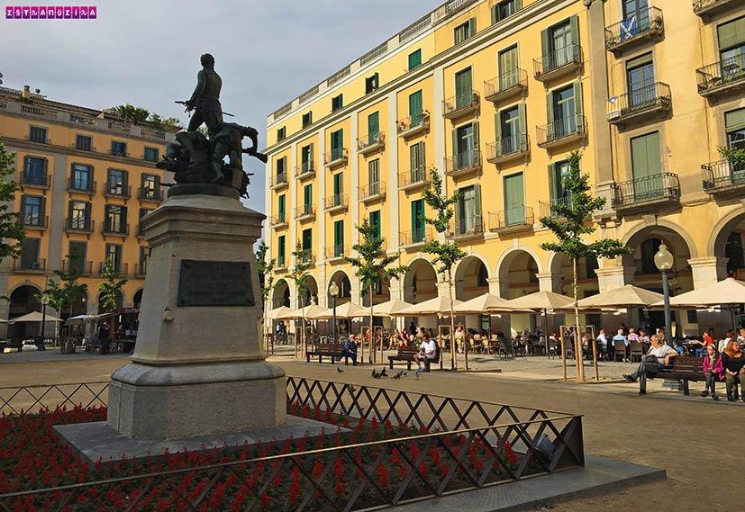 o-que-fazer-em-Girona-praca-independencia