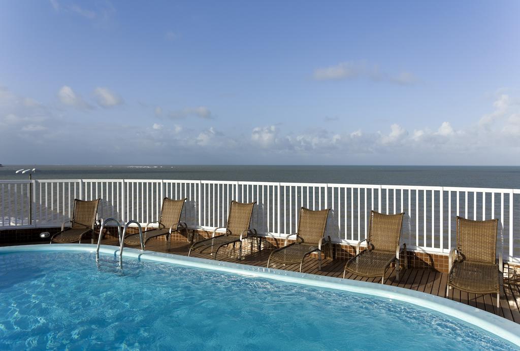 onde-ficar-em-joao-pessoa-hotel-intercity-piscina