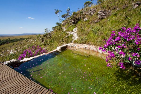 viagens-zen-no-brasil-resort-paraisio-dos-pandavas-yoga-piscina