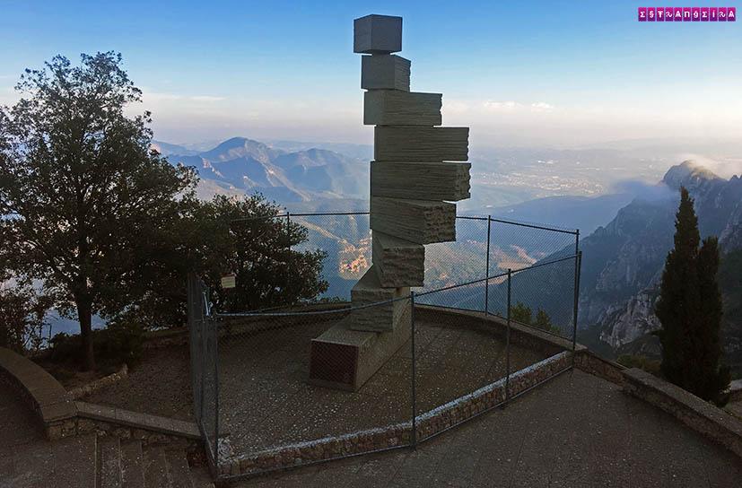 O-que-fazer-em-Montserrat-escultura