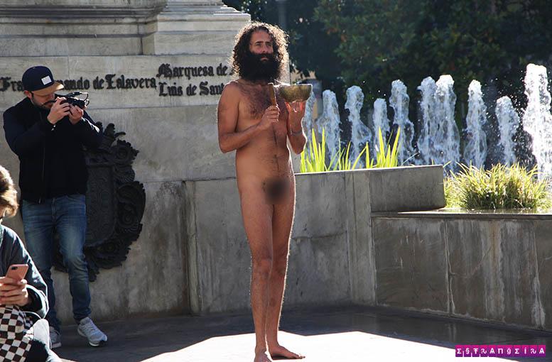 Tem Na Web - O homem nu de Granada - uma instituição curiosa da cidade - Estrangeira