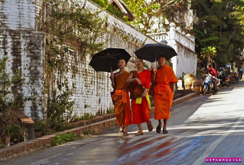 uang-Prabang-laos-monges