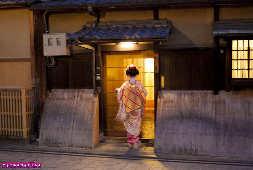 gueixas-no-japao-kyoto-rua
