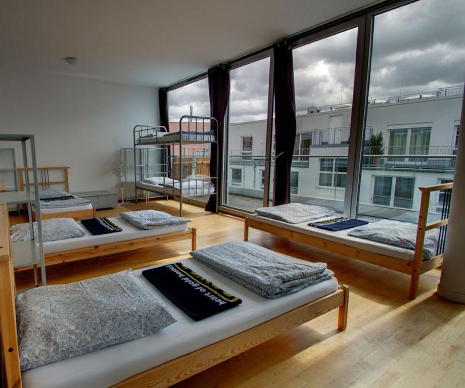 hostels-baratos-em-berlim-alemanha-heart-of-gold-hostel