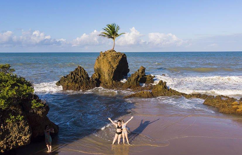 viagem-de-carro-recife-a-fortaleza-praia-do-pipa-tambaba
