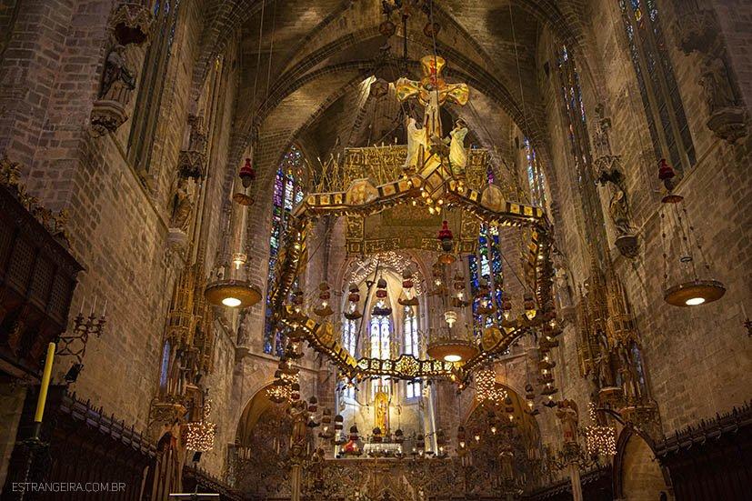 mallorca-com-chuva-catedral-la-seu-altar