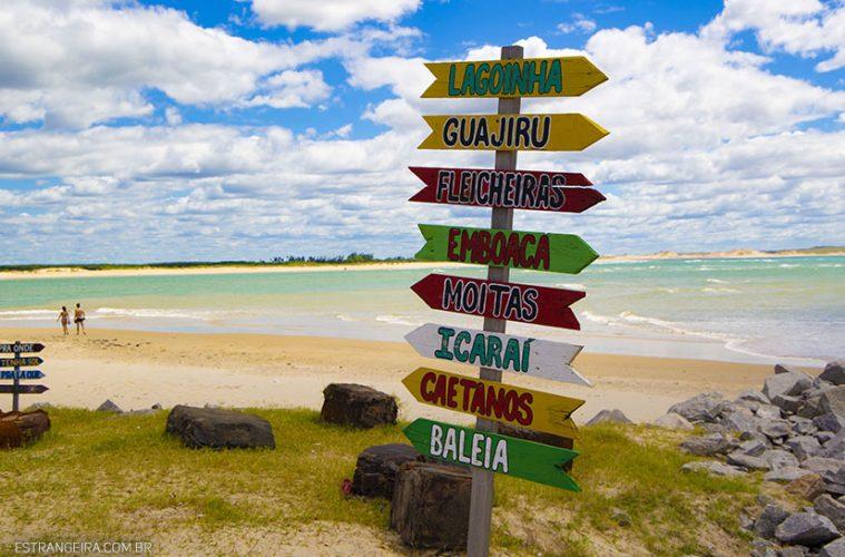 placa indica cidades na praia de Mundaú