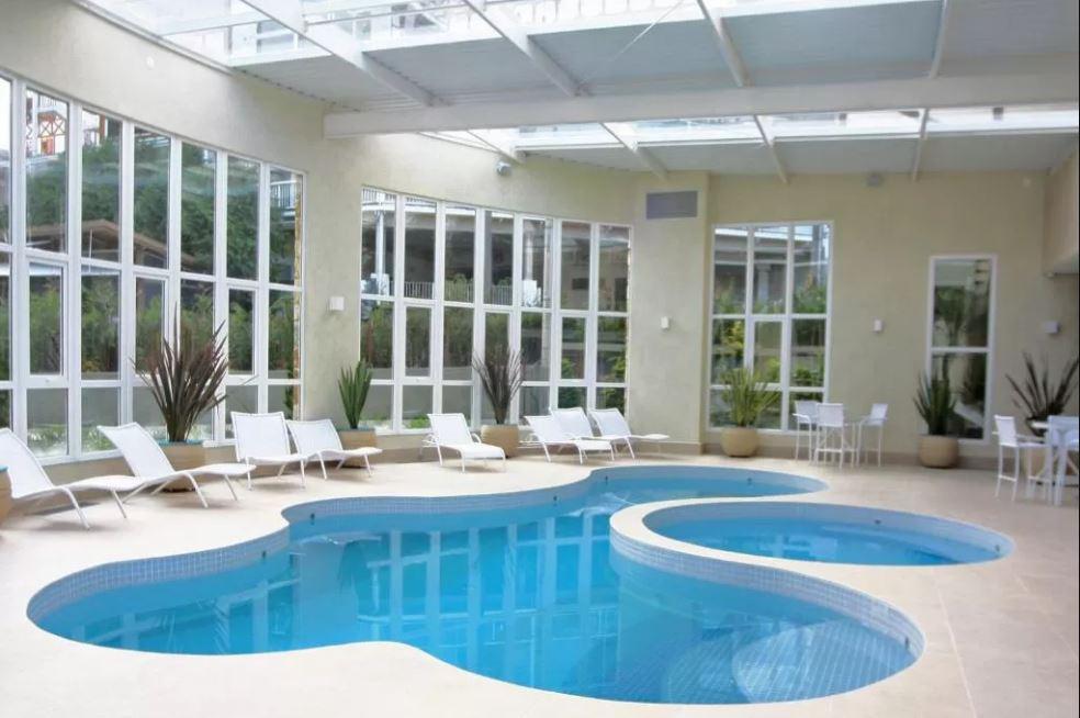hospedagem-em-campos-do-jordao-hotel-serra-da-estrela-piscina